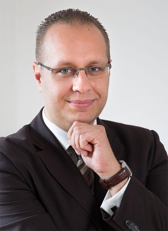 Dr. Madák László